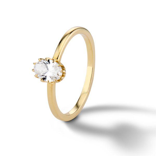 Обручальное кольцо с фамильной реликвией от Platt Boutique Jewelry из желтого золота с крошечной 12-гранной короной