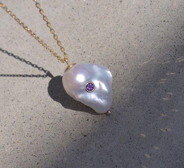 Колье с жемчугом в стиле барокко и камнем Kenna от White / Space