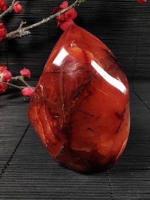 Сердолик: свойства и ювелирное применение камня
