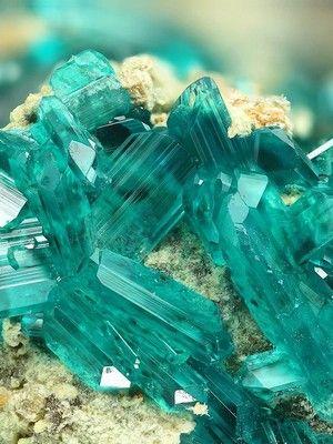 Нypиcтaнит: свойства и применение камня
