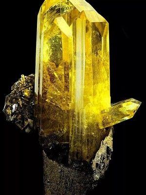 Tpифaн: свойства и применение камня