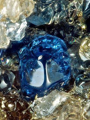 свойства камня гаюин