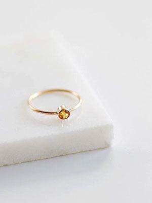 Золотистый топаз: свойства и применение камня