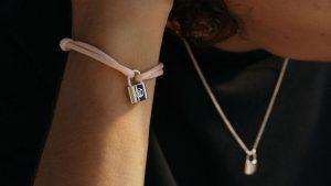 Louis Vuitton представляет новые браслеты Lockit и ограниченную серию Doudou Louis Teddy для ЮНИСЕФ