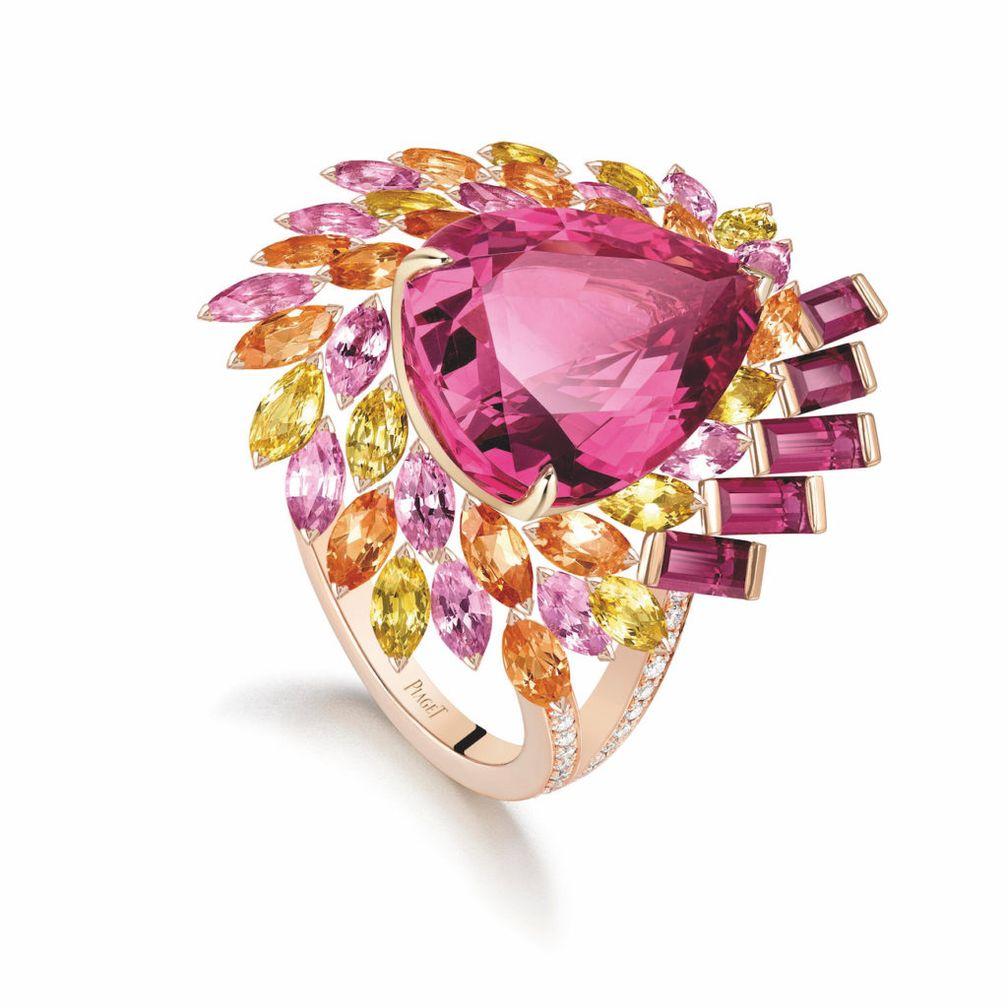 Кольцо Piaget из розового золота украшено розовой шпинелью
