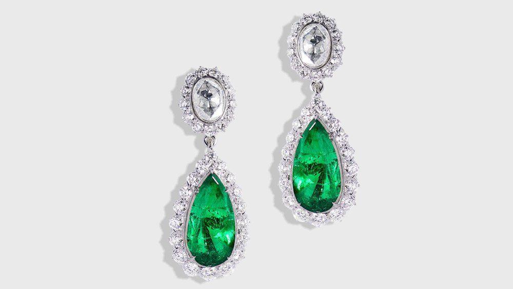 Серьги с изумрудами и бриллиантами от Sanjay Kasliwal