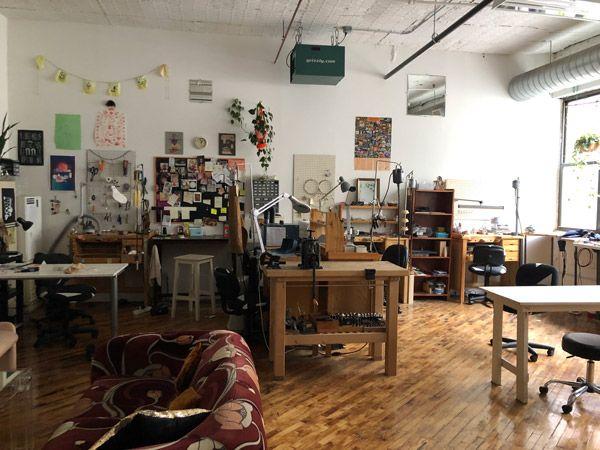 В настоящее время Хукс работает в студии NoLo Studios в Бруклине, где она живет