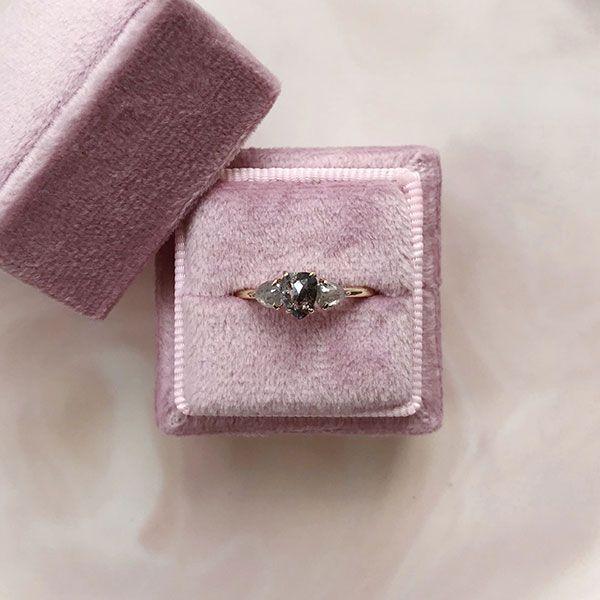 Изготовленное на заказ кольцо Kelsey из желтого золота