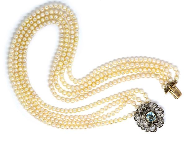 Старинное жемчужное ожерелье с застежкой, украшенной бриллиантами старой европейской огранки
