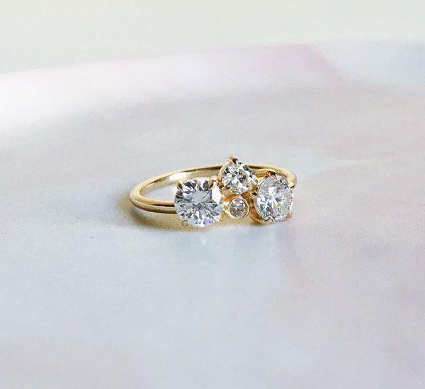 Сделанное на заказ кольцо Molly из желтого золота в кластерном дизайне