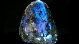 Лабрадорит: свойства и применение камня в ювелирном деле