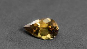 Редкий данбурит: свойства и применение камня