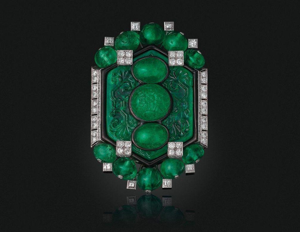 Брошь Cartier Art Deco с изумрудами, бриллиантами и эмалью