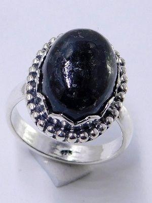 кольцо с нуумитом