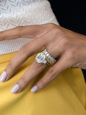 кольцо с данбуритом