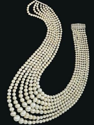 красивое ожерелье из жемчуга