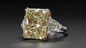 Кольцо с жёлтым бриллиантом весом 23,58 карата – лучший лот на аукционе Christie's