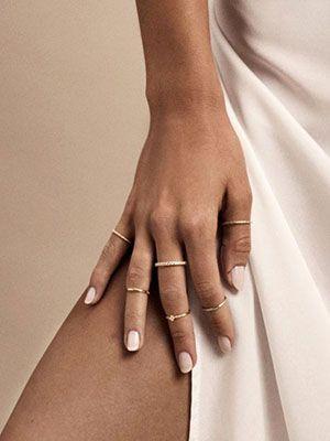 тонкое кольцо на большои пальце