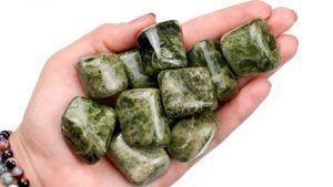 Везувиан: месторождения и свойства камня