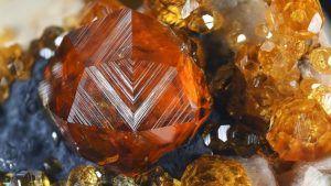 Спессартин: свойства и применение огненного камня