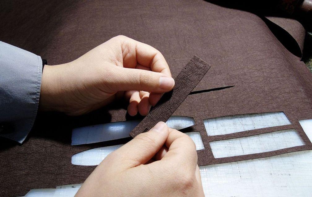 Ремешок сделан в традиционной технике изготовления бумаги и окрашен красителями на растительной основе