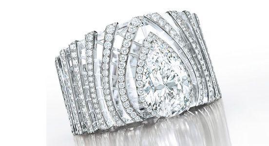 Браслет Cartier с бриллиантами и горным хрусталем с бриллиантом грушевидной огранки 63,66 карата, цвета D