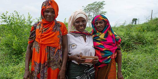 В коллекции Brilliant Earth x Moyo Gems представлены камни, добытые женщинами – членами Ассоциации женщин-шахтеров Танзании