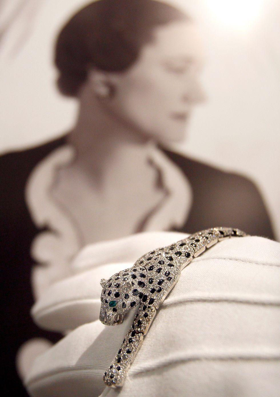 Браслет в виде пантеры из бриллиантов и оникса, который был изготовлен в 1952 году для герцогини Виндзорской