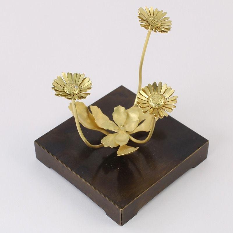 Золотое украшение от Кристофера Томпсона Ройдса