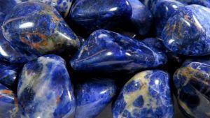 Содалит: особенности и применение камня