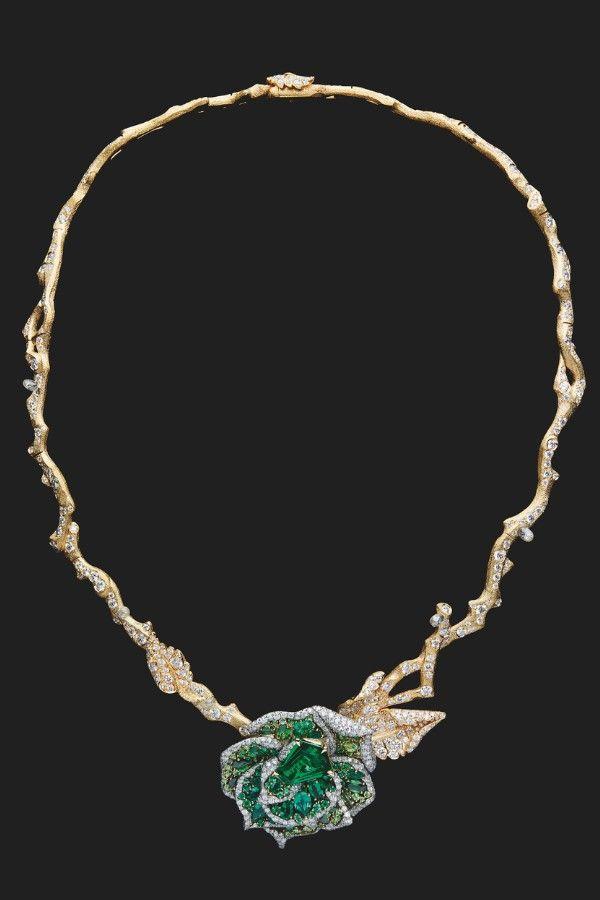 Колье RoseDior из желтого золота, платины и белого золота с бриллиантами, изумрудами и цаворитами
