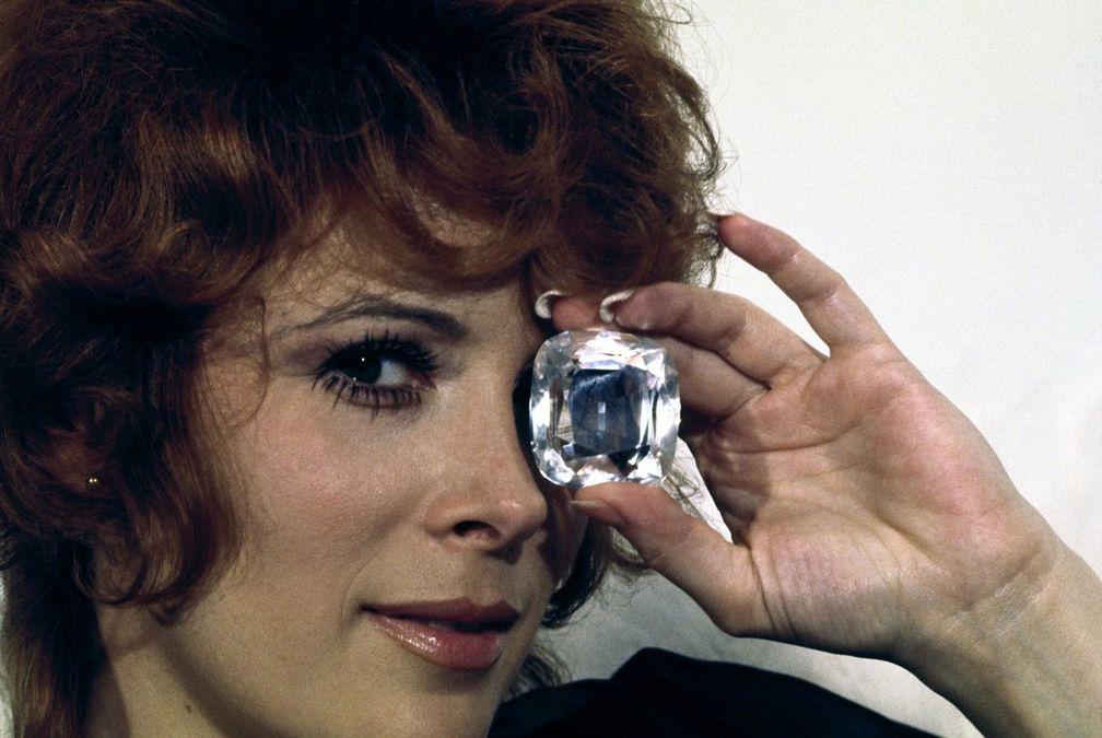 Джилл Ст. Джон в фильме 1971 года «Джеймс Бонд: бриллианты навсегда»