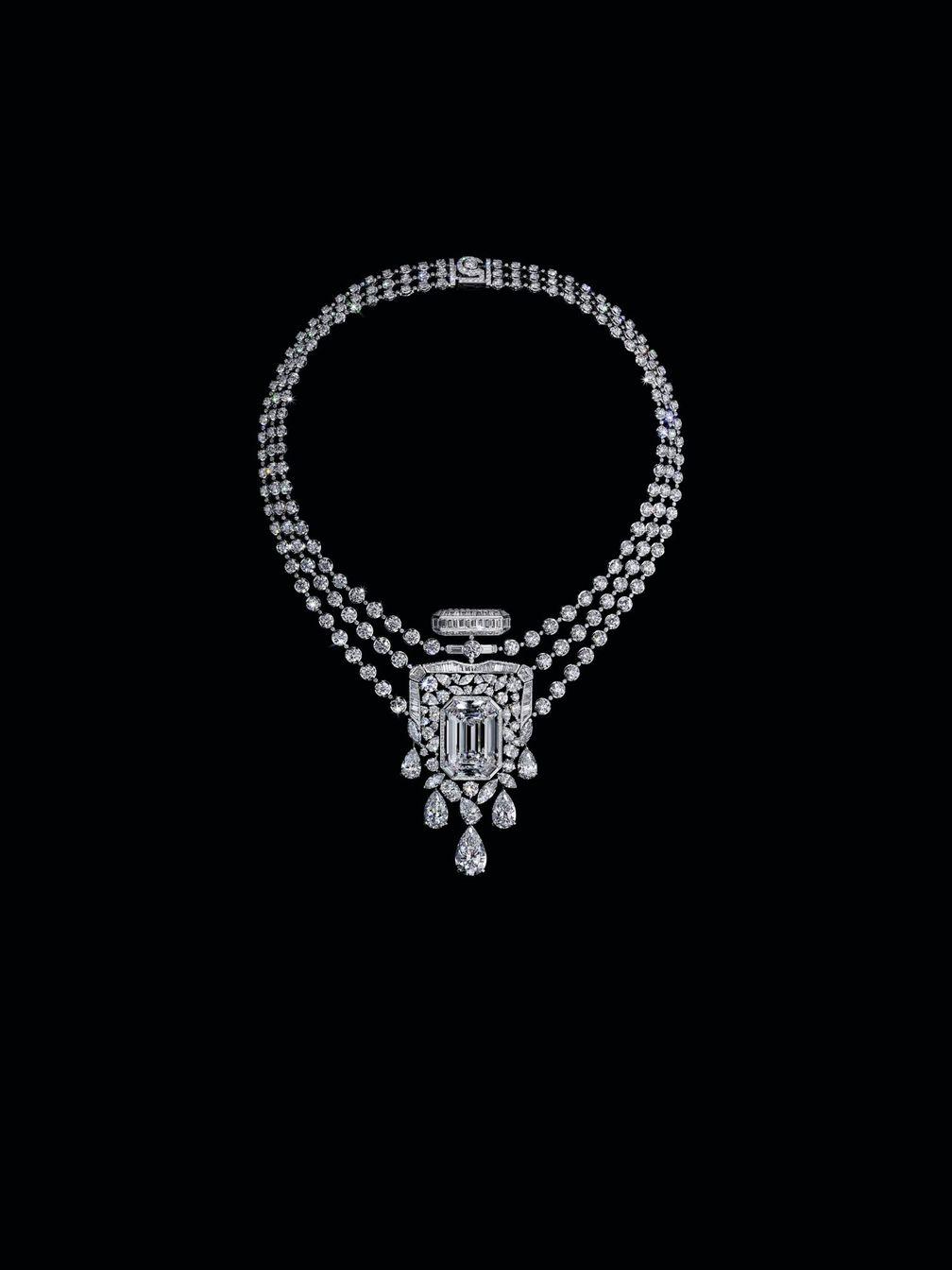 Chanel N°5 в виде бриллиантового ожерелья