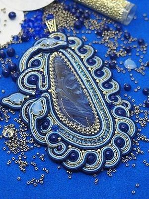 Тенгизит: свойства ювелирно-поделочного камня