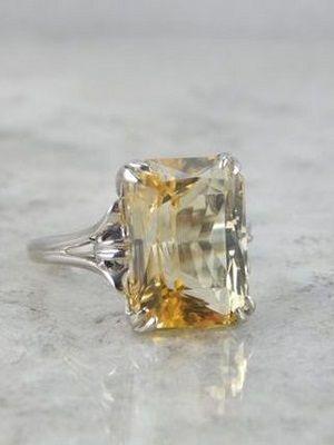 кольцо с желтым скаполитом