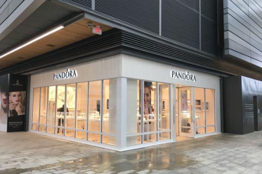 Pandora вновь открывает несколько магазинов