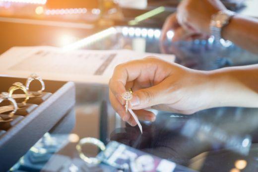 Всплеск продаж ювелирных изделий в США во время «месяца любви»