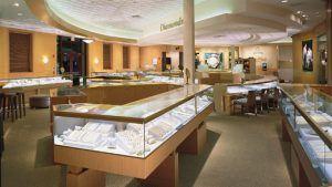 Продажи Signet Jewelers выросли