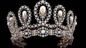 Sotheby's предлагает «примерить» королевскую тиару