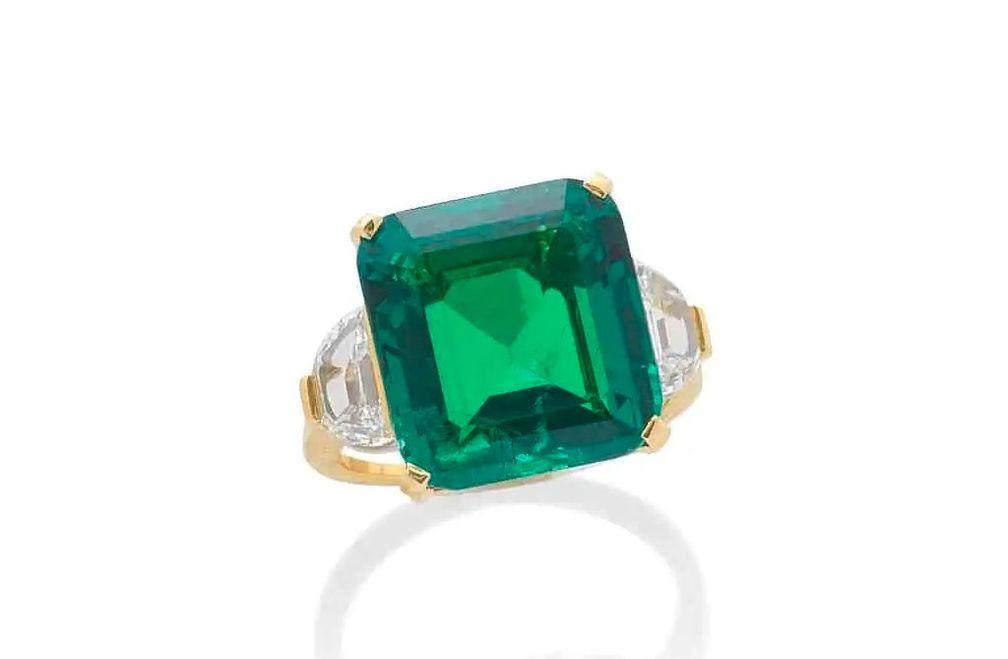 Кольцо с изумрудом и бриллиантами от Bulgari