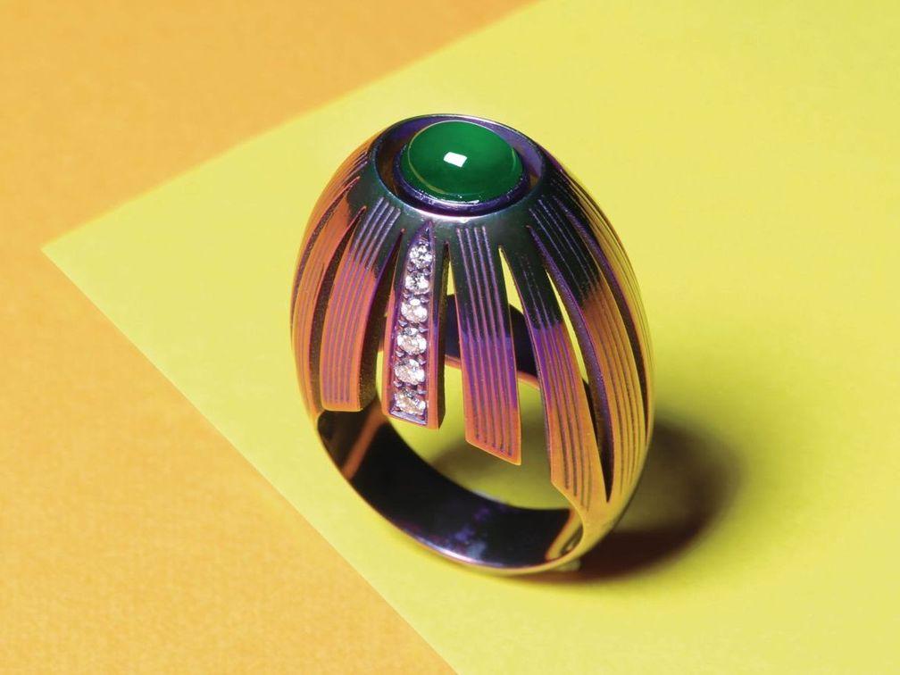 Кольцо Spicchi из пурпурного титана с кабошоном жадеита и бриллиантами от Ilia x Scavia