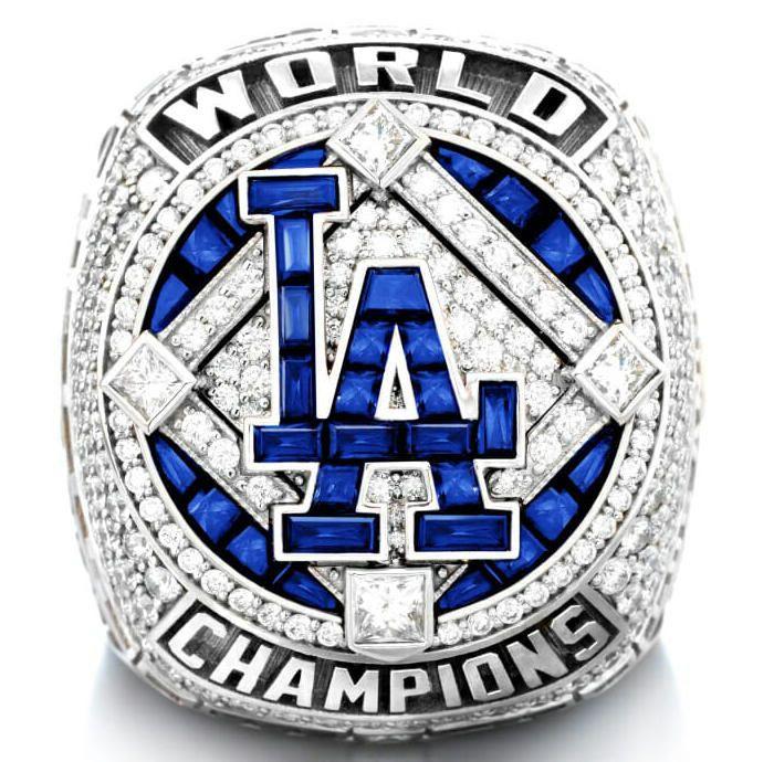 Кольцо с бриллиантами и сапфирами, сделанное для победителей Чемпионата мировой серии 2020 года – клуба «Лос-Анджелес Доджерс»