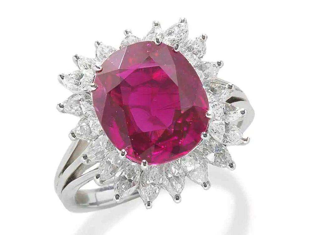 Кольцо с кластером из рубинов и бриллиантов