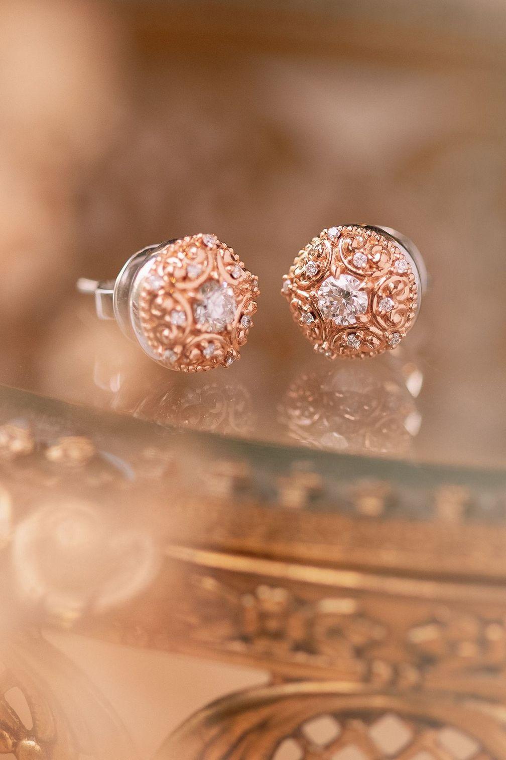 Фирменные бриллиантовые серьги-гвоздики Lovedrops