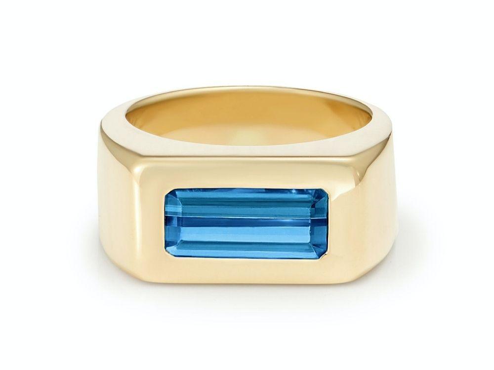 Кольцо из желтого золота с синим сапфиром