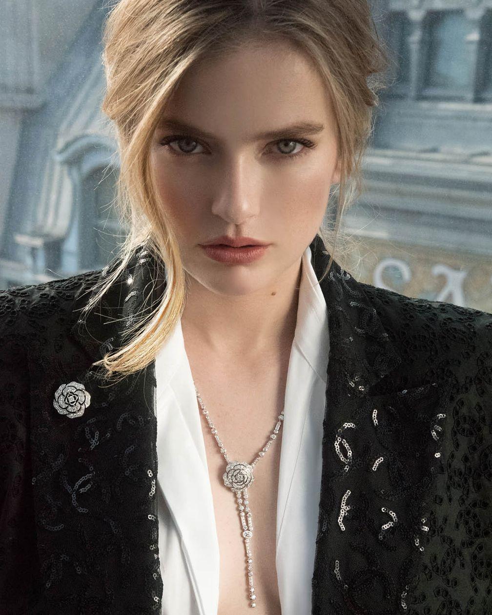 Камилль Раза в коллекции Chanel Camélia