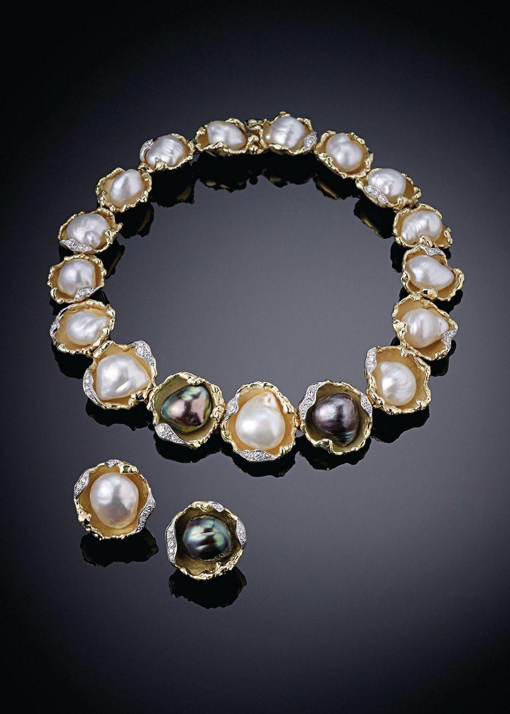 Колье и подходящие серьги из желтого золота и платины с жемчугом в стиле барокко и бриллиантами от Andrew Grima