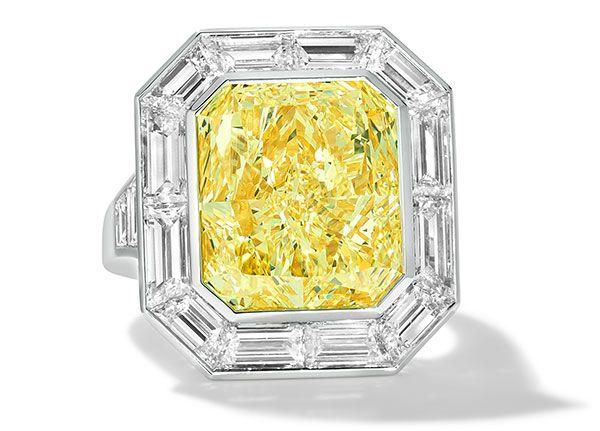 Кольцо от кутюр из платины с двухцветным золотом с 10-каратным светло-желтым бриллиантом и ванильными бриллиантами