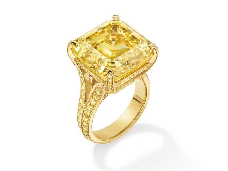 Кольцо из желтого золота 18 карат с желтым бриллиантом 25,33 карата в центре и 162 желтыми бриллиантами