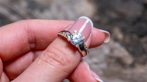 Можно ли растянуть кольцо с камнями